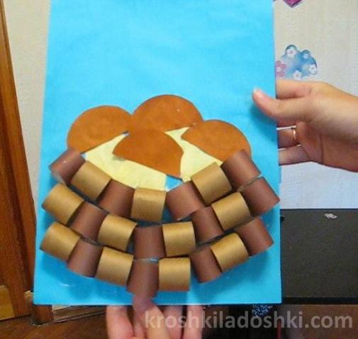корзинка с грибами из бумажных колечек