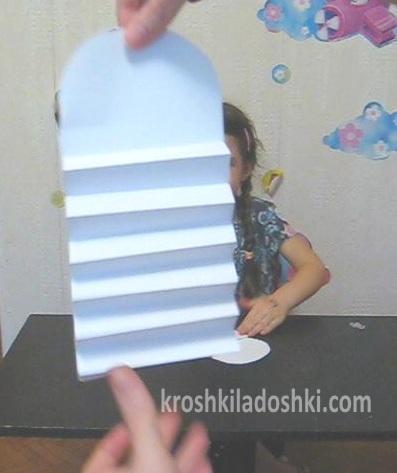 пружинящий снеговик из бумаги