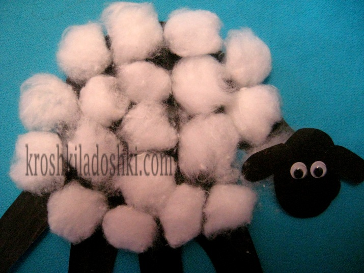 аппликация овечка из ладошек и ваты