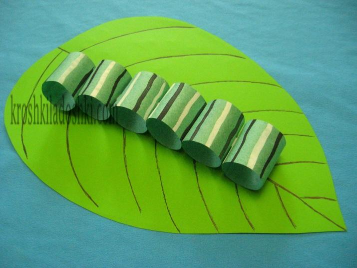 как сделать из цветной бумаги гусеницу