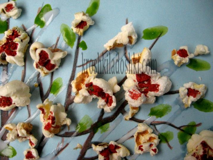 весеннее цветущее дерево из попкорна