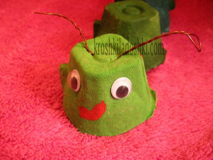 гусеница из коробок из-под яиц