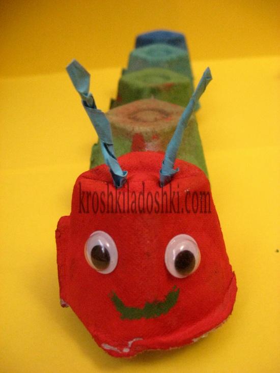 гусеница из коробок для яиц