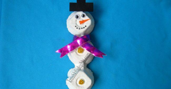 снеговик из коробки для яиц