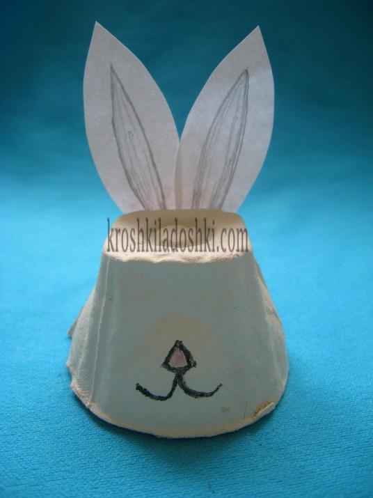 заяц из коробки для яиц