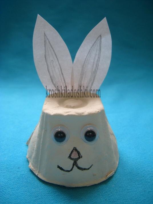 заяц из яичного лотка