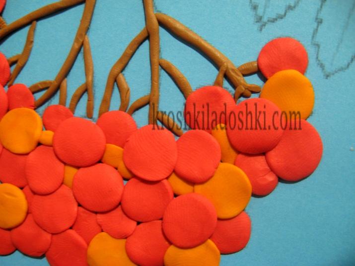 гілка горобини з пластиліну