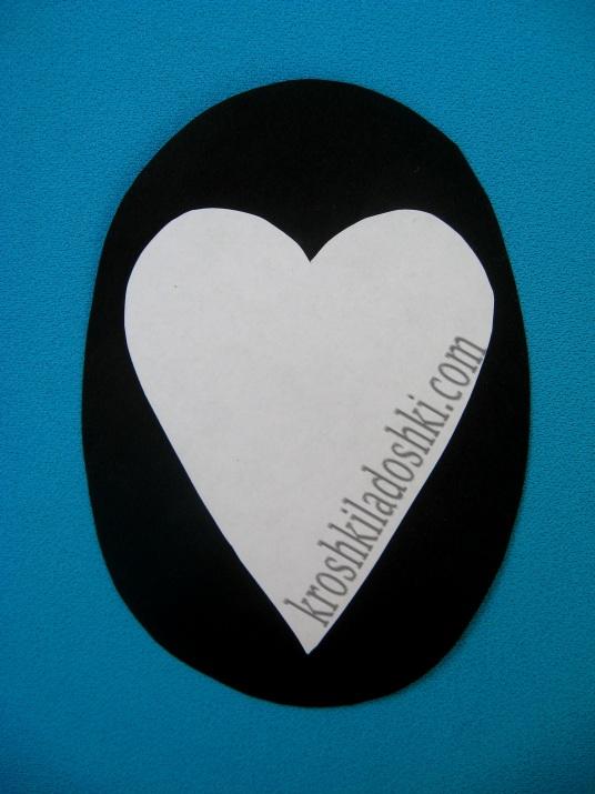 пингвин из сердец цветной бумаги