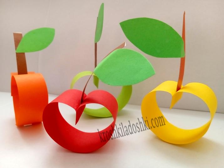 Яблоки из полосок цветной бумаги