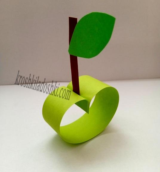 яблоко из полосок из бумаги